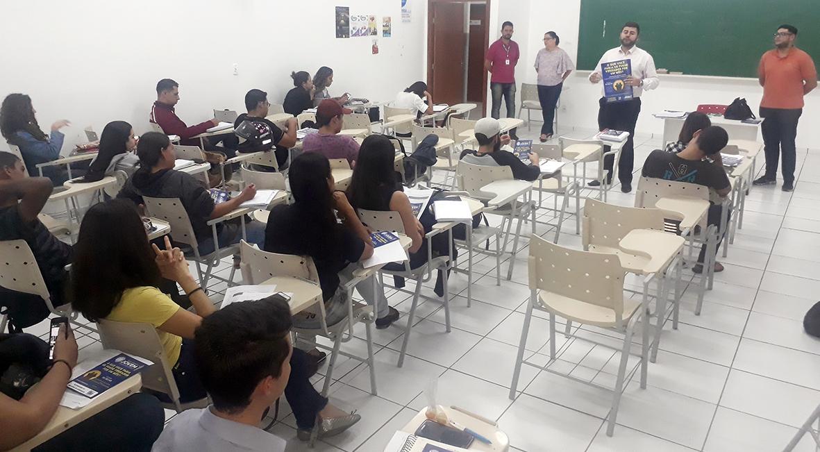 Acadêmicos da FAMA e Fibra são estimulados a participar do programa Parlamento Jovem