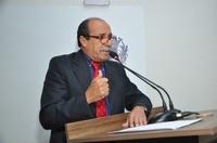 Alfredo Landim critica demora na conclusão de obras de construção de cmeis