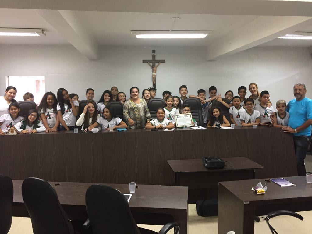 Alunos do 5º ano da Escola Atrium participam da Escola do Legislativo