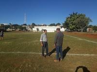 Américo inspeciona obras do Campo da Nova Vila e ressalta parceria entre Prefeitura e Câmara
