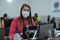 Andréia Rezende reconhece trabalho dos profissionais de saúde e de imprensa