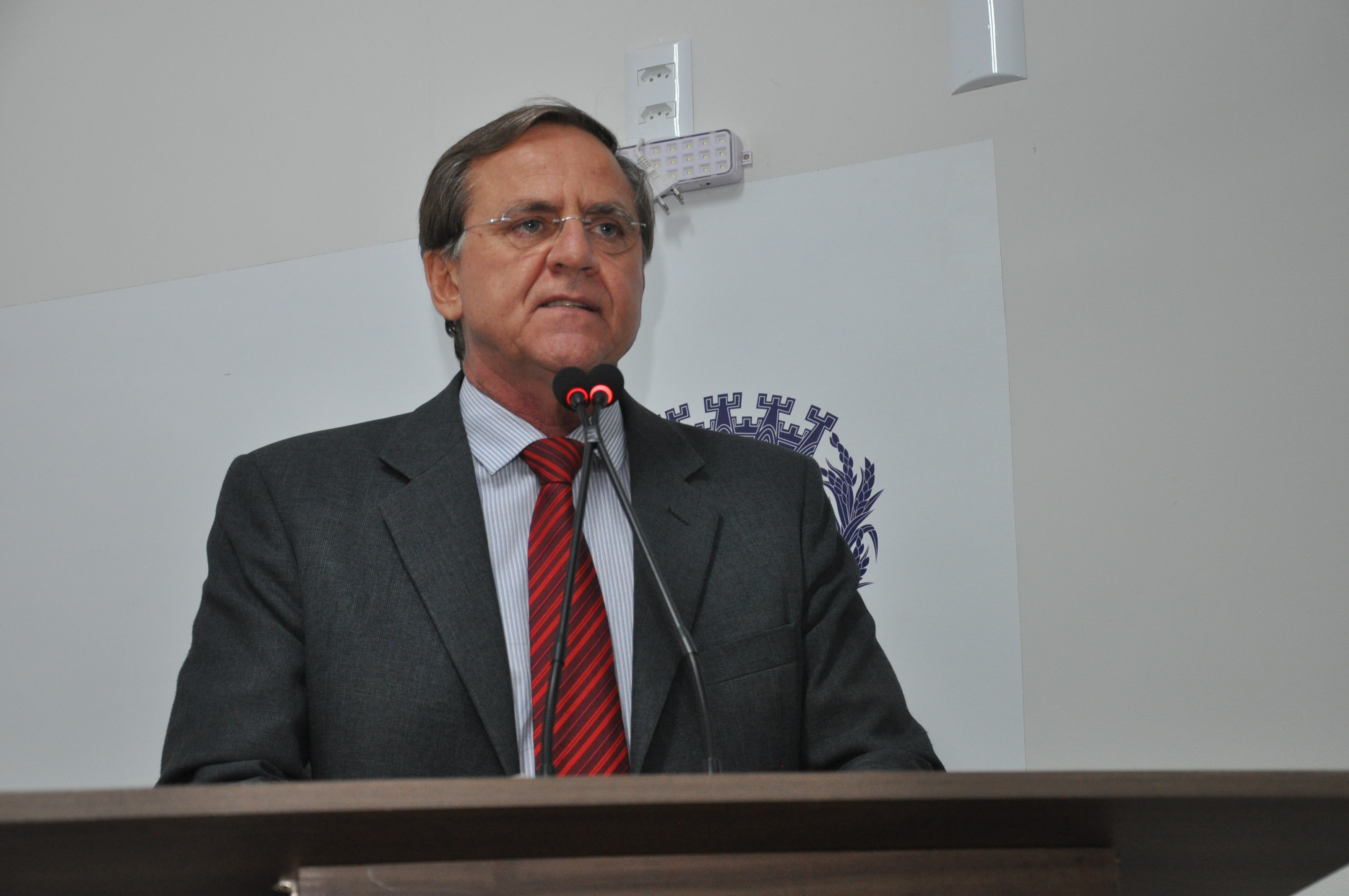 Antônio Gomide critica fechamento da unidade do Cais Mulher no Bairro Maracanã