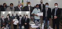 Câmara Municipal entrega moções de aplauso a artesão e assistente social