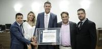Campeão olímpico Dante do Amaral recebe título de cidadania anapolina
