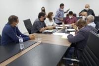 Comissão da indústria e Comércio analisa projetos dos vereadores João da Luz, Alex Martins e Thaís Souza