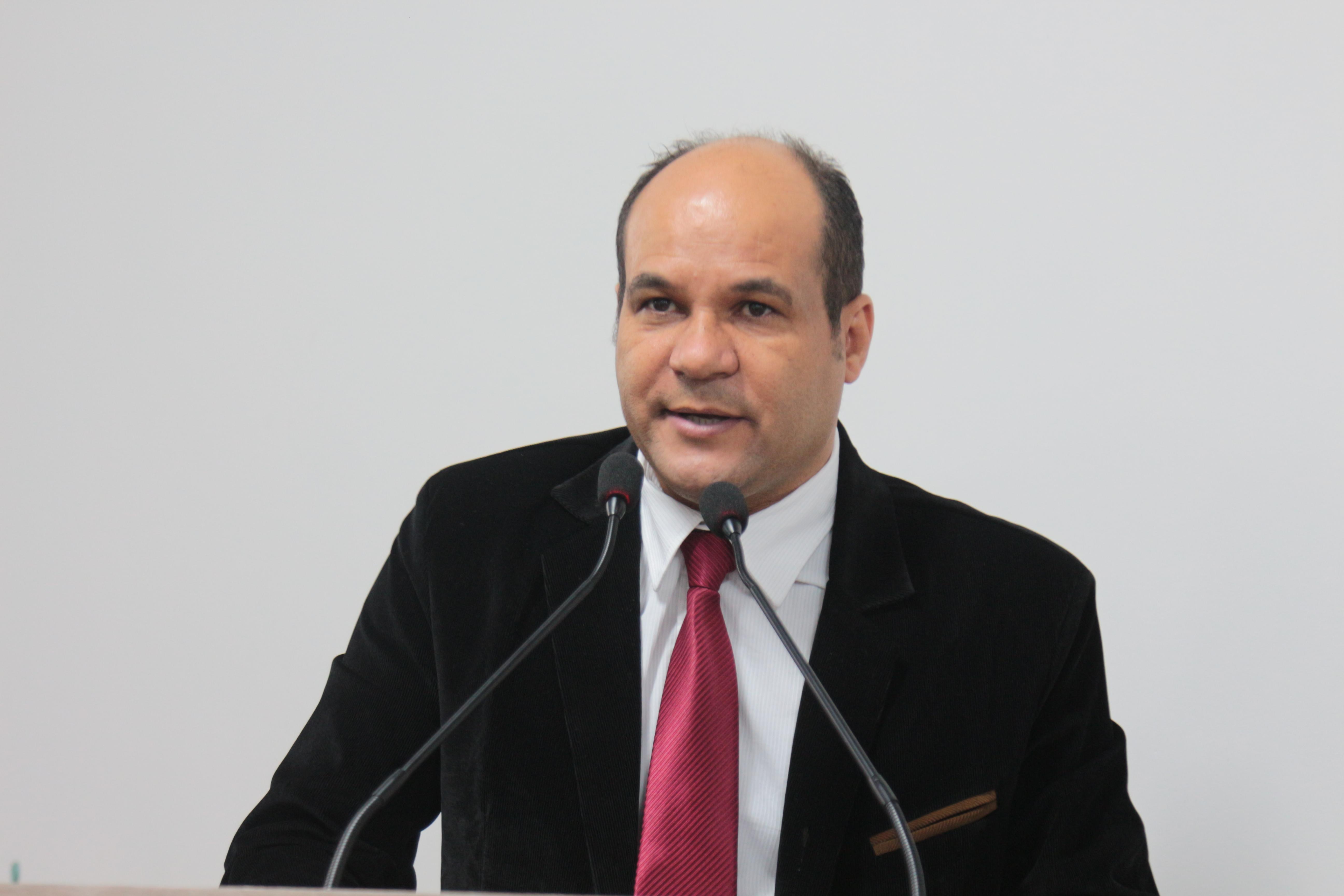 Domingos Paula da boas-vindas a João Feitosa e fala sobre substituição de troca de lâmpadas