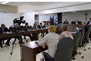 Em sessão extraordinária vereadores aprovam dois projetos do Executivo