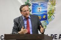 Gomide critica possível retirada de professores efetivos do Município de escolas conveniadas
