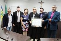 Iniciativa de Lisieux Borges, Câmara outorga título de cidadania ao historiador Jairo Alves Leite, com presença de vereadores e representantes da cultura