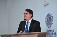 Jean Carlos apresenta projetos voltados para melhorias no Trânsito e na Educação
