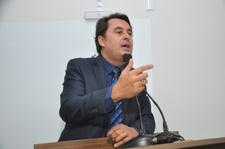 Jean Carlos diz que construtora deve ser cobrada por atraso na obra da Avenida Brasil Norte