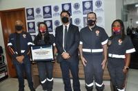 Jean Carlos entrega Moção de Aplauso ao Samu Base Jaiara por seus quatro anos de atividade