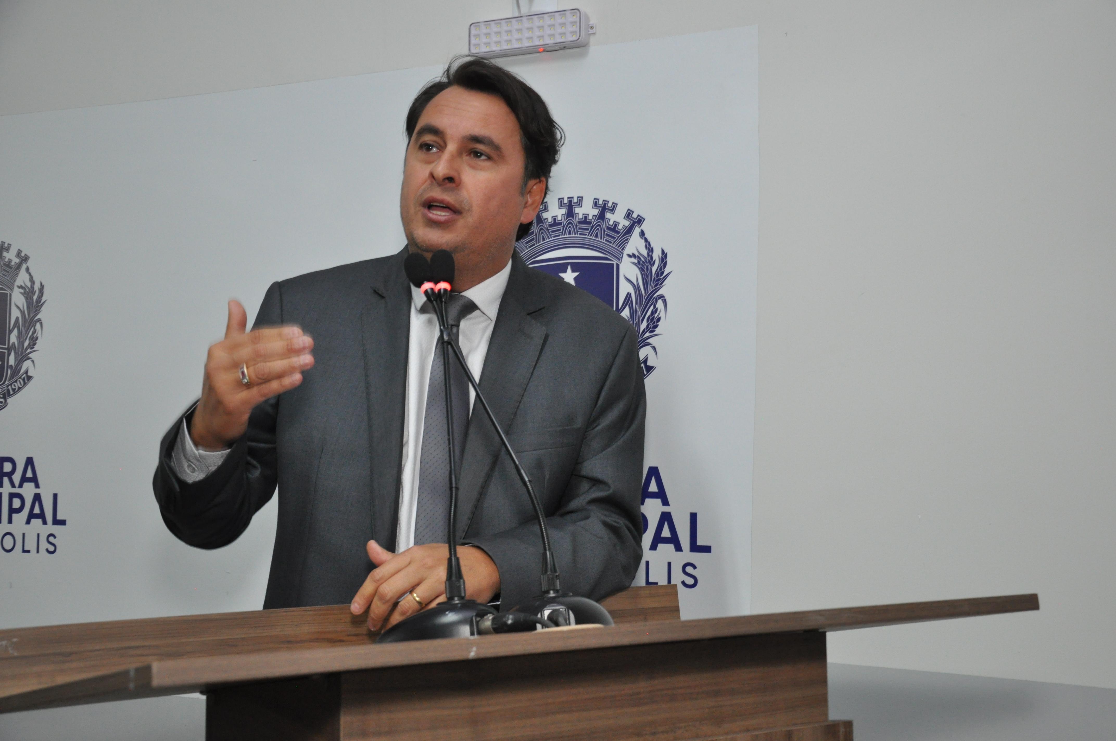 Jean cobra Saneago a respeito da construção da rede de esgoto na região Oeste de Anápolis