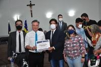 João da Luz entrega moção de aplausos para motoboys, mototaxicistas e motofretistas