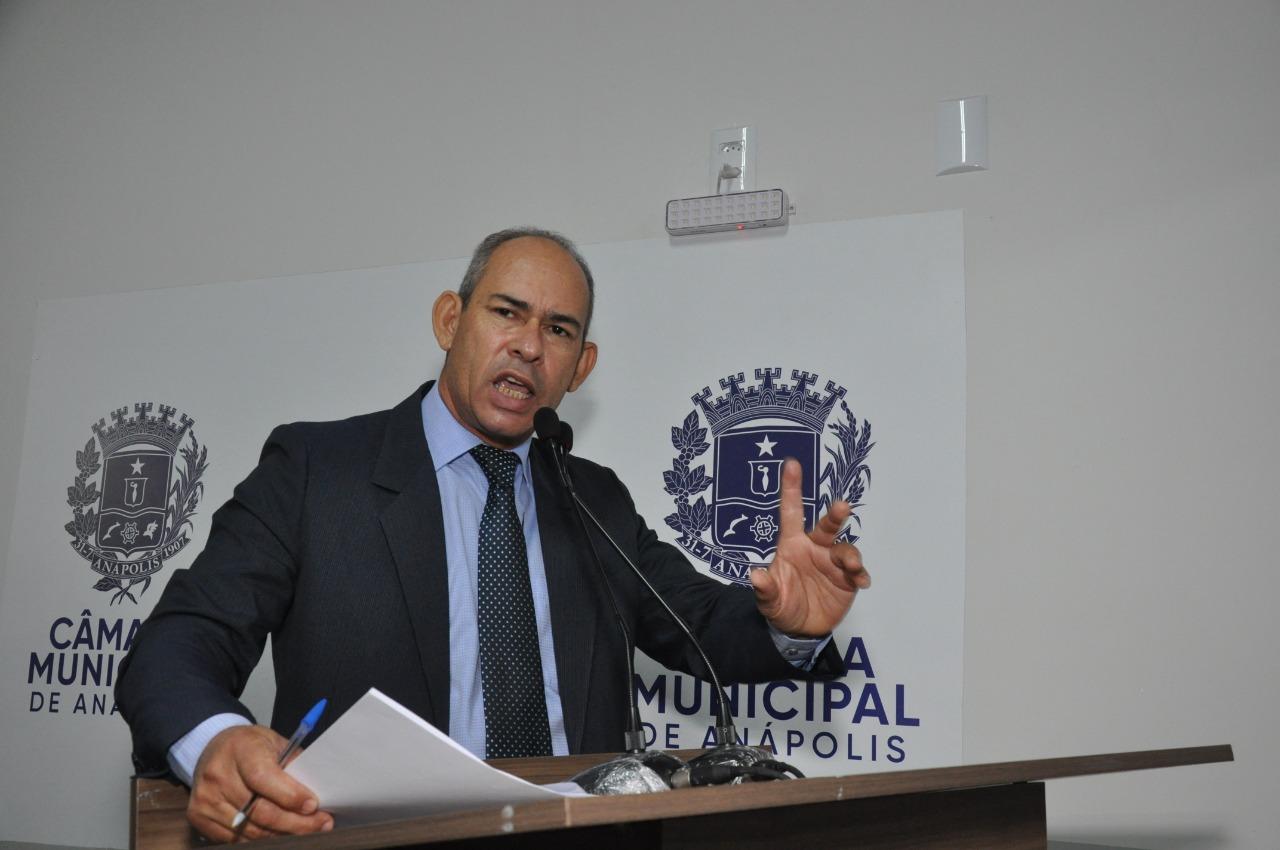 João Feitosa agradece Câmara e Prefeitura pela sanção da lei que retira dos postes os fios em desuso