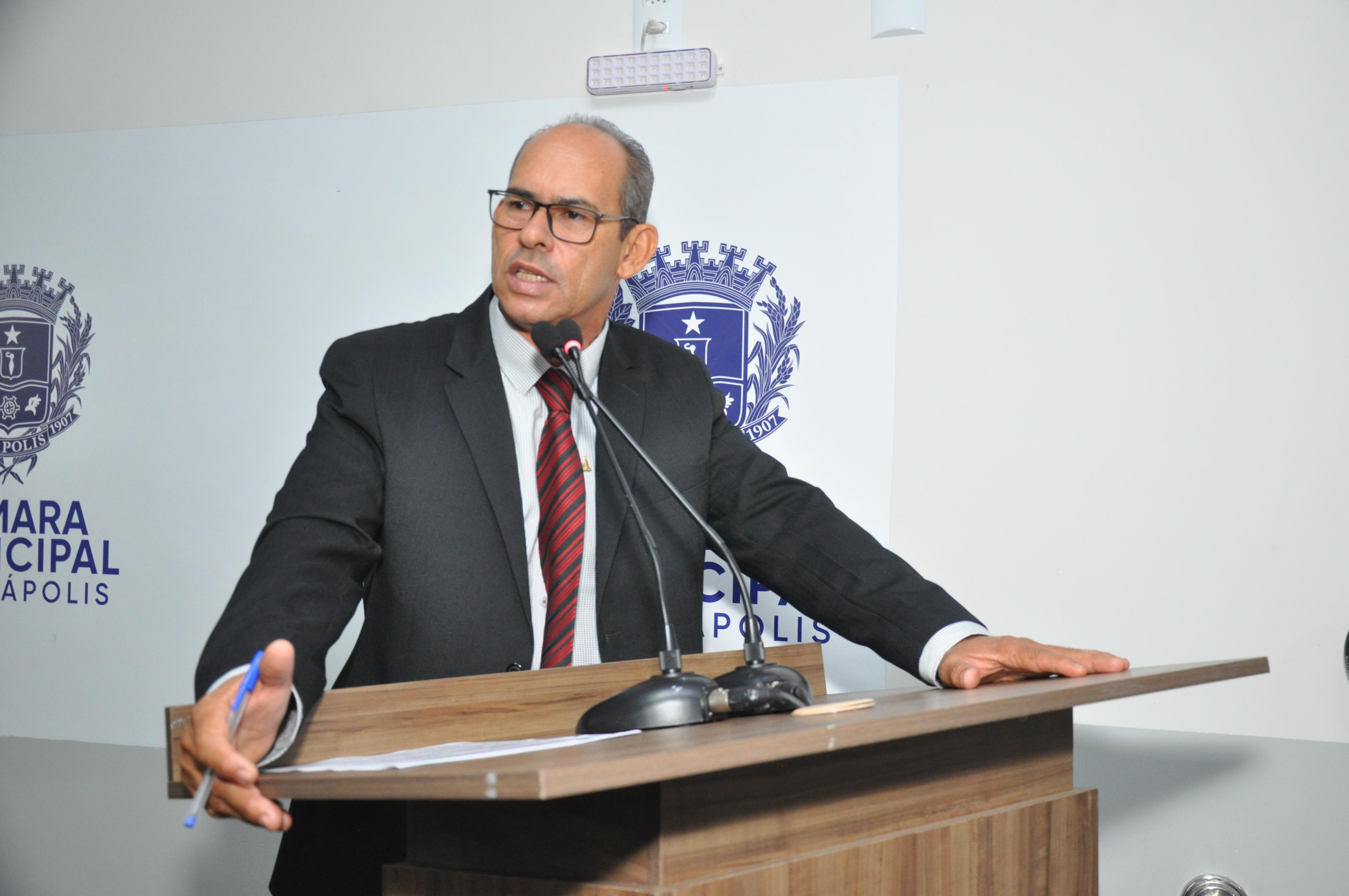 João Feitosa celebra Dia do Professor e elogia entrega da Comenda Nadyr de Souza Andrade