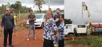 João Feitosa e moradores acompanham ligação de energia elétrica para o Jardim Luzitano