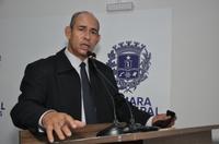 João Feitosa reafirma compromisso de substituição de lâmpadas em toda cidade