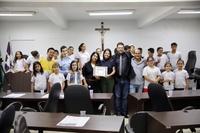 Leandro Ribeiro recebe na Câmara visita dos alunos da Escola Municipal Antônio Constante