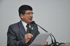 Lélio Alvarenga comemora sanção de lei que define cores oficiais de prédios públicos