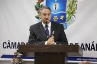 Pastor Elias critica estrutura de ponto de ônibus instalado no Jardim Palmares