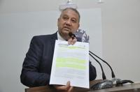 Pastor Elias Ferreira mostra relatório de atividades do Huana entre os meses de março e outubro