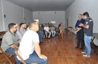 Pastor Elias Ferreira ouve demandas de comerciantes do Jardim Alexandrina