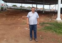 Paulo de Lima inspeciona construção do feirão do Bairro Reny Cury e vê estágio avançado