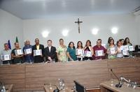 Poder Legislativo homenageia auxiliares de administração escolar em sessão solene