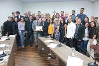 Por iniciativa do vereador Teles Júnior, Câmara Municipal presta homenagem ao bisneto de Oscar Niemeyer