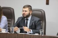 Presidente Amilton assina contrato com a UFG para realização de concurso da Câmara com 11 vagas de níveis médio e superior