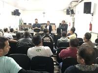 Presidente Leandro ouve demandas de motoristas de vans e se compromete a ajudar categoria
