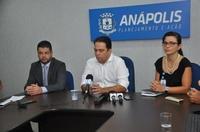 Leandro Ribeiro participa de comunicado que informa fechamento do cruzamento entre a Brasil e Goiás