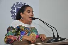 """Professora Geli presta homenagem aos diretores de escola: """"têm responsabilidades extraordinárias"""""""