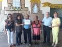Professora Geli Sanches entrega Moção de Aplausos a Divino Olímpio da Silva