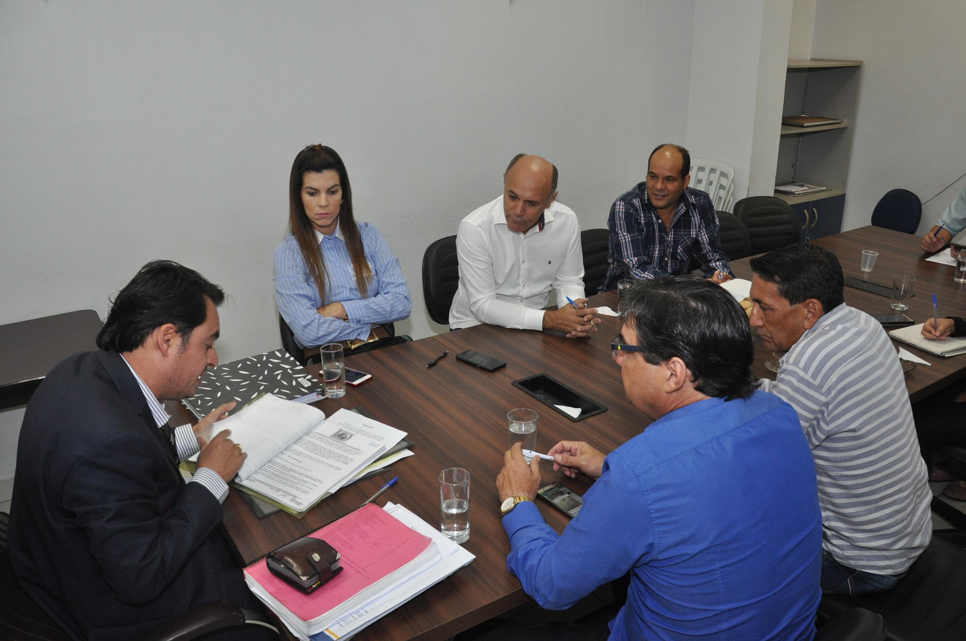 Projeto de lei do prefeito que modifica taxa de roçagem de lotes já tem duas emendas na CCJR