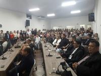 Servidores municipais lotam plenário da Câmara para prestigiar entrega da Medalha Gerson Pereira de Araújo e celebrar homenagem do Legislativo à categoria