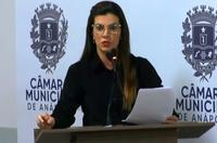 Thaís Souza explica projeto que regulamenta permanência de animais em condomínios