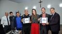 Thaís Souza homenageia delegado e agente da Polícia Civil por defesa da causa animal