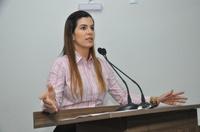 Thaís lamenta negativa do governo em implantar delegacia contra maus tratos de animais em Anápolis