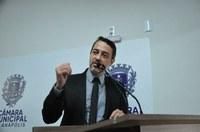 Vereador Alex Martins solicita requalificação dos desníveis das tampas de bueiros