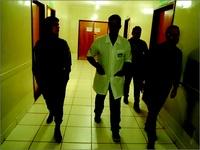 Vereadora Thaís Souza visita UPA e conversa com pacientes na unidade