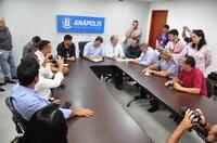 Vereadores acompanham assinatura para realização de cirurgias eletivas e exames de diagnóstico