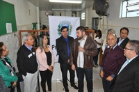 Vereadores acompanham prefeito Roberto Naves em assinatura de projeto de lei que garante recursos para unidades de saúde