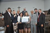 Vereadores entregam título de cidadania à professora Ivana Tomé