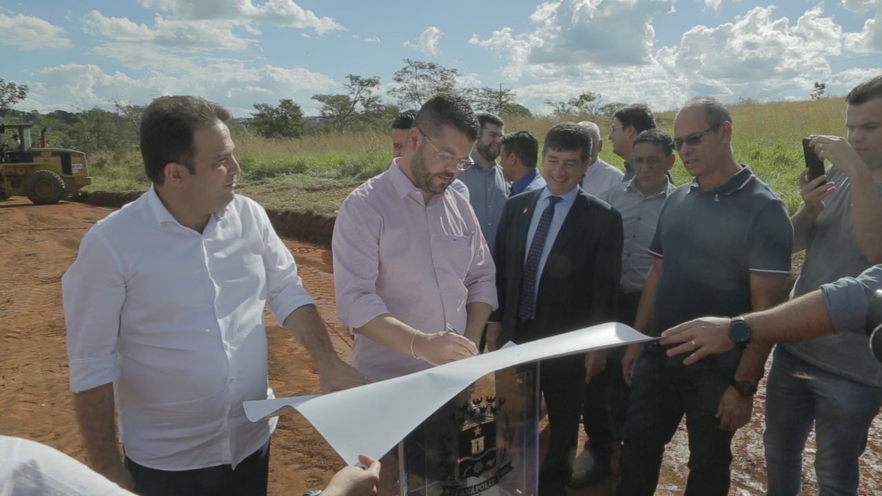Vereadores participam de assinatura de obra de novo viaduto em região do Recanto do Sol