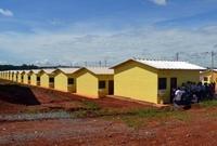 Vereadores participam de entrega de 200 casas populares
