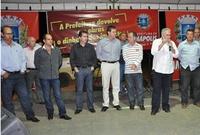 Vereadores participam de entrega de asfalto no bairro Las Palmas