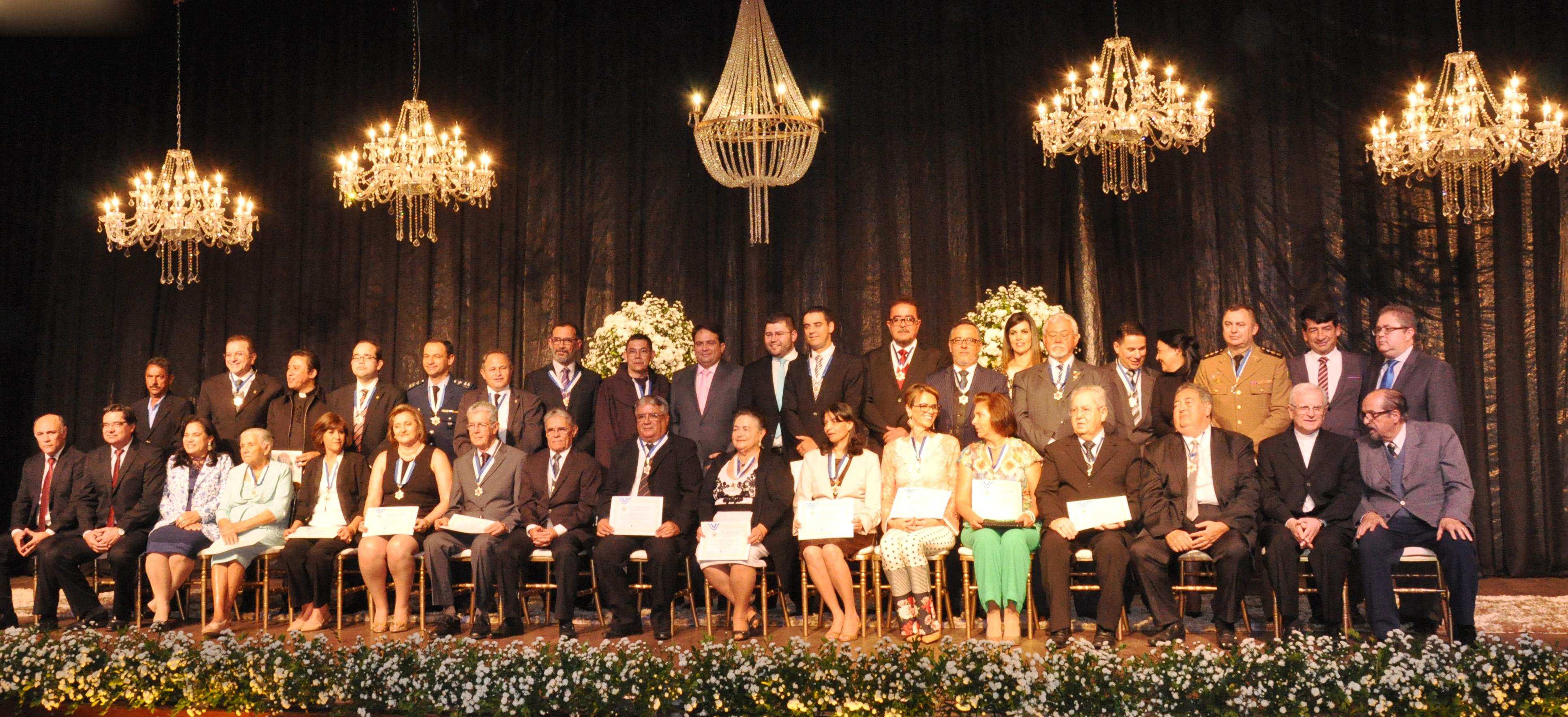 Vereadores participam de solenidade de entrega da Comenda Gomes de Souza Ramos